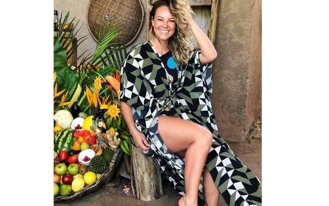 Paolla Oliveira exibe beleza natural durante suas férias na Barra de São Miguel, em Alagoas. A atriz recebe muitos elogios pelas suas fotos na praia