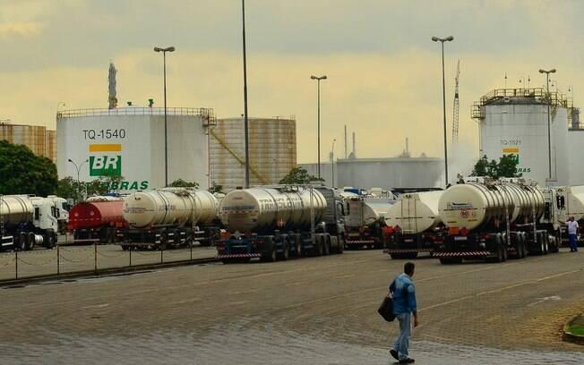 Preço da gasolina nas refinarias já sofreu cinco aumentos no mês de março