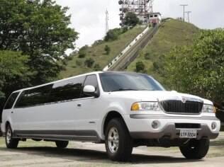 Despedida a bordo de limusine: carro pode fazer rotas personalizadas...