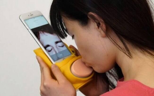 Aplicativo de beijo na boca à distância
