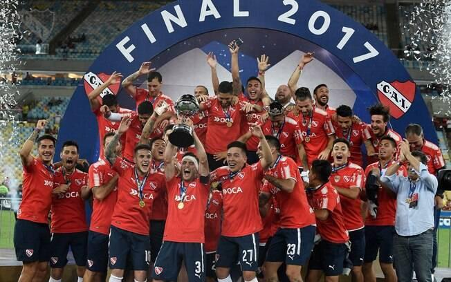 O Independiente conquistou o segundo título da Copa Sul-Americana contra o Flamengo, no Maracanã, e foi parabenizado por Maradona