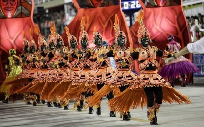 Comissão de frente do Salgueiro no desfile das escolas de samba do Rio de Janeiro no carnaval 2018