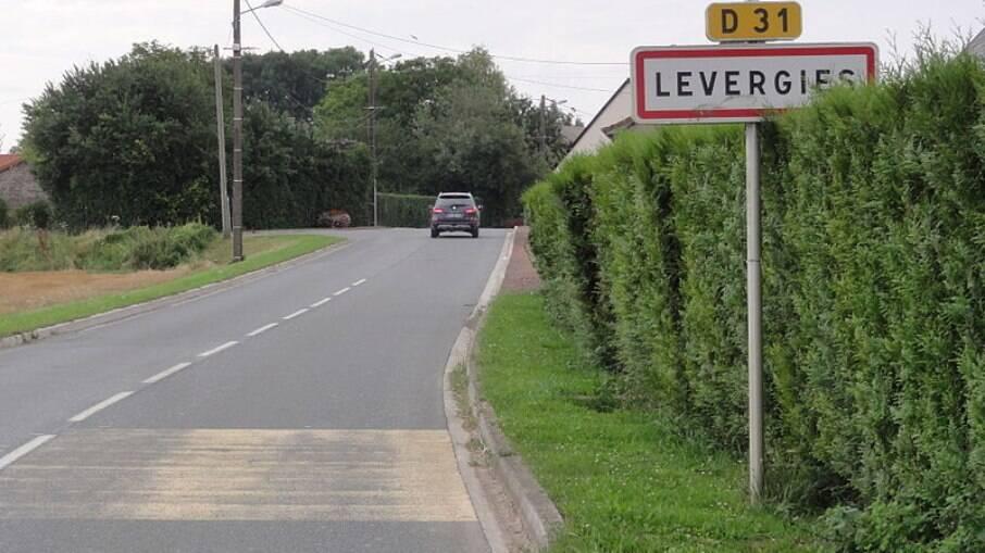 Estrada para Levergies, na França