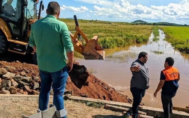 No último final de semana, Prefeitura realizou obras para tentar conter o rompimento do dique