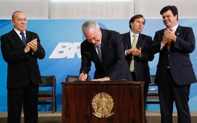Com a medida provisória assinada hoje, governo Temer estima adesão de aproximadamente 5 mil servidores