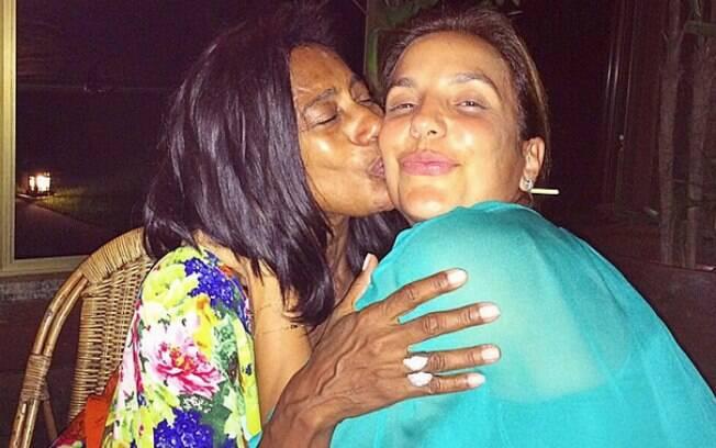 Ivete Sangalo aparece sem maquiagem em foto postada nas redes sociais por Glória Maria