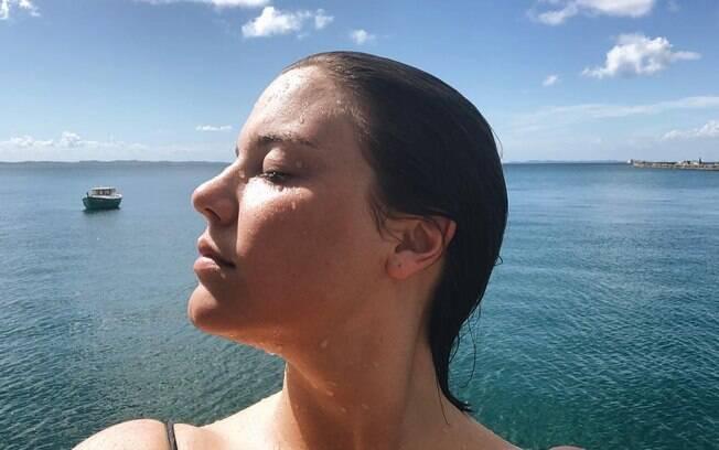 Alice Wegmann compartilhou uma selfie