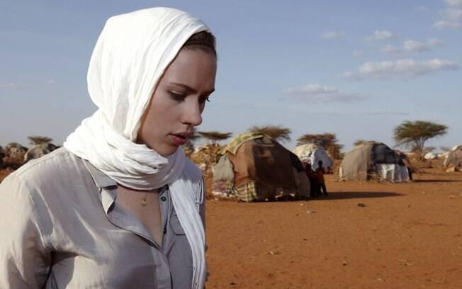 Scarlett Johansson no acampamento de Dadaab, leste do Quênia, onde chegam milhares de somalis fugidos da guerra