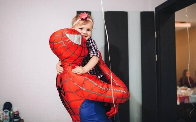 Ideia de que uma menina não gosta de super-heróis, como o Homem-Aranha, apenas não faz sentido algum