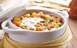 Ensopado de legumes indiano com iogurte
