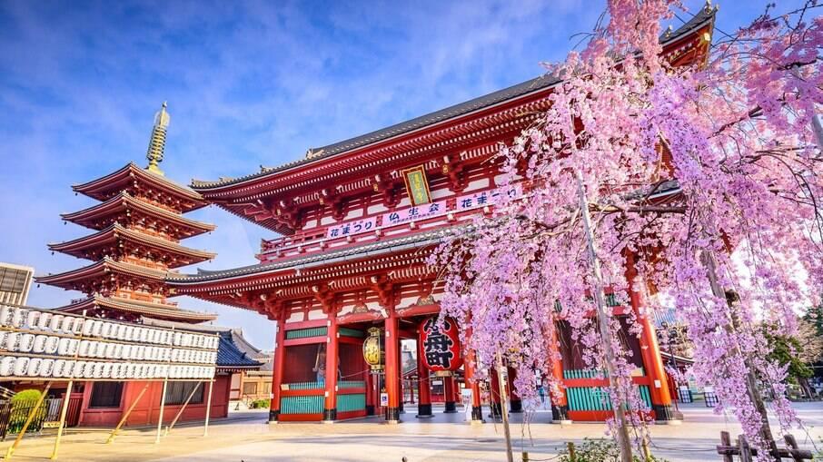 Senso Ji, um dos grandes templos de Tóquio, os templos são ideais para conhecer a cultura ancestral do país e fugir da agitação dos centros