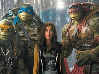 Longa conta as histórias e as aventuras de Michelangelo, Donatello, Raphael e Leonardo e da repórter April