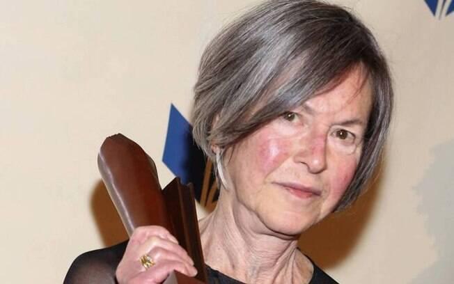 Louise Glück atualmente vive em Cambridge, Massachusetts