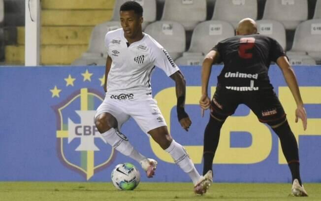 Com Robinho de espectador, Santos é derrotado pelo Atlético-GO em casa e vê invencibilidade cair