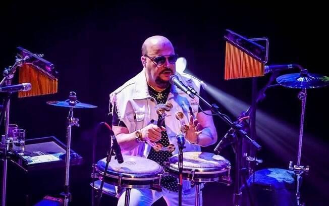 Paulinho, vocalista do Roupa Nova, morre aos 68 anos aps contrair Covid-19