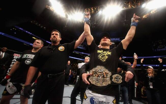 Junior Cigano é decretado o novo campeão da  categoria mais pesada do UFC