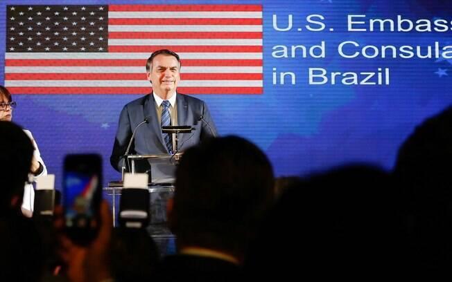 Bolsonaro vai a coquetel de recepção para celebrar o 243º Aniversário da Independência dos Estados Unidos