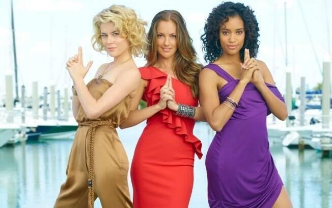 Rachael Taylor, Minka Kelly e Annie Ilonzeh, as panteras Abby, Kate e Eve , fazem a pose clássica do trio: de volta às telinhas