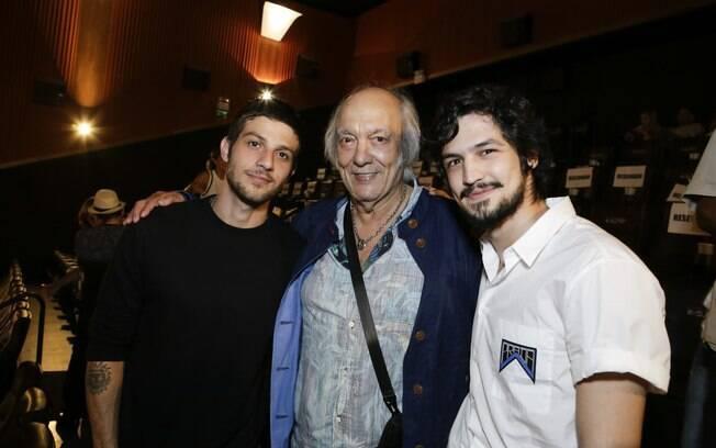 Chay Suede, Erasmo Carlos e Gabriel Leone na pré-estreia do filme