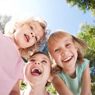 Crianças brincando: pais costumam subestimar importância de atividades não relacionadas à saúde