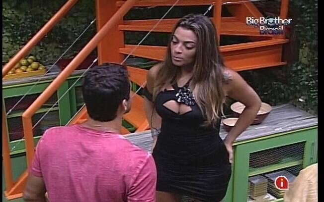 Yuri e Monique falam da relação estranha de Rafa e Renata