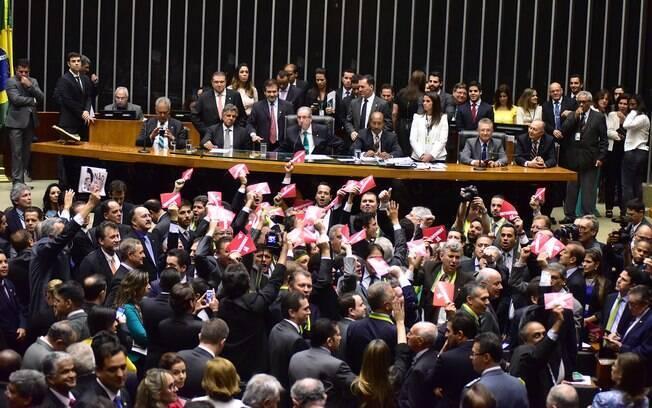 Integrantes da comissão do impeachment na Câmara foram escolhidos em sessão nesta quinta (17)