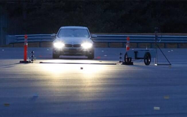 Teste foi realizado com 31 modelos em estrada sem iluminação.