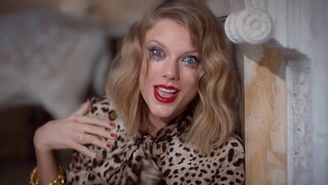 7 pequenos indícios de que Taylor Swift é uma falsiane