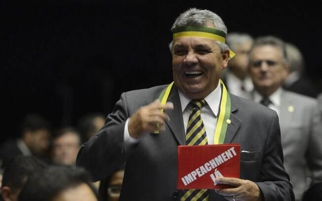 Comissão de impeachment foi instalada na Câmara; deputados aproveitaram o palco para festejar