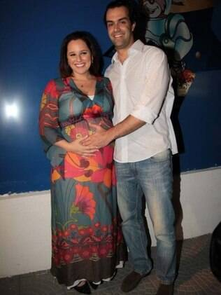Mariana Belem grávida de Laura, e o marido, Cristiano Saab