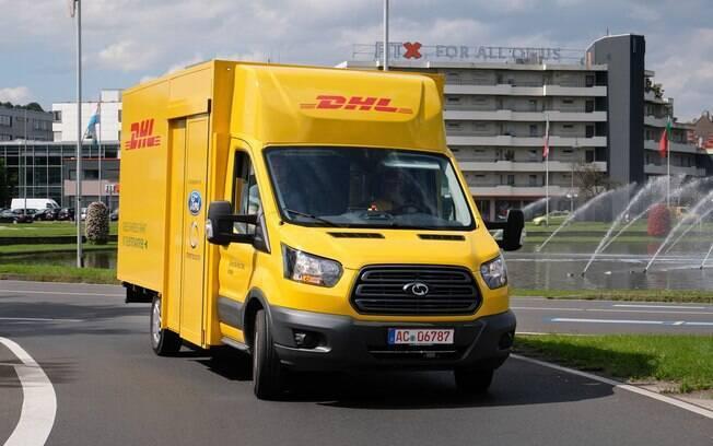 A Ford produz com exclusividade para a DHL uma van urbana elétrica usada em serviços de entrega na Alemanha, Holanda e Bélgica