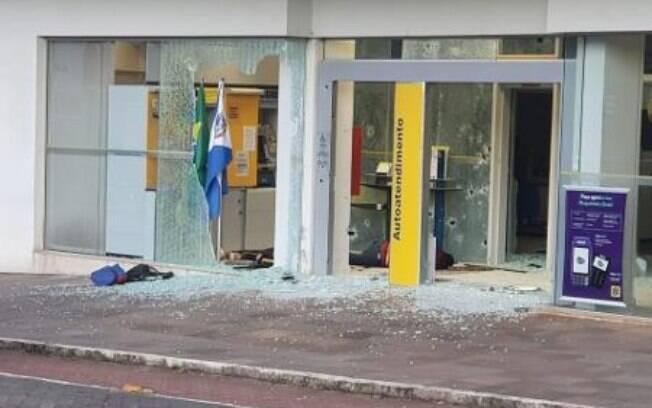 Agência bancária ficou destruída