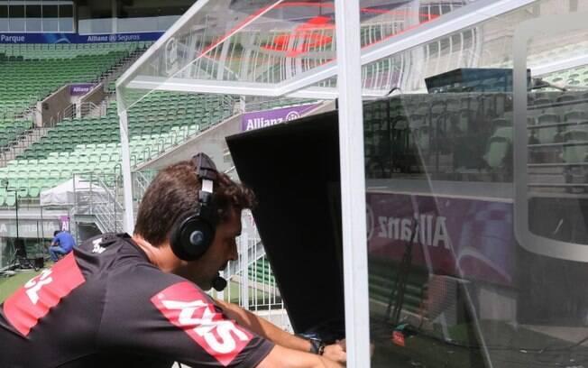 Árbitros testam o VAR no estádio do Palmeiras