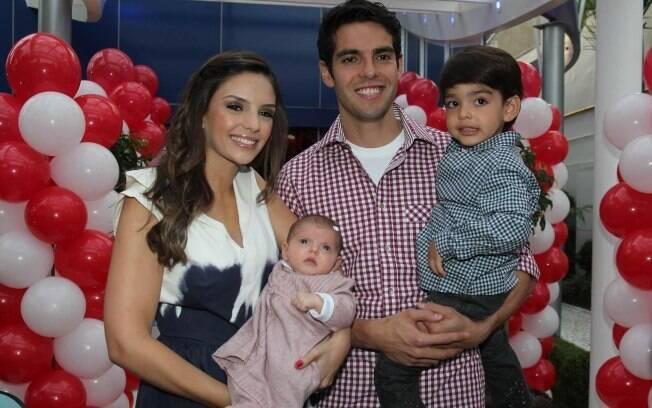 Carol Celico e Kaká com os filhos Luca e Isabella