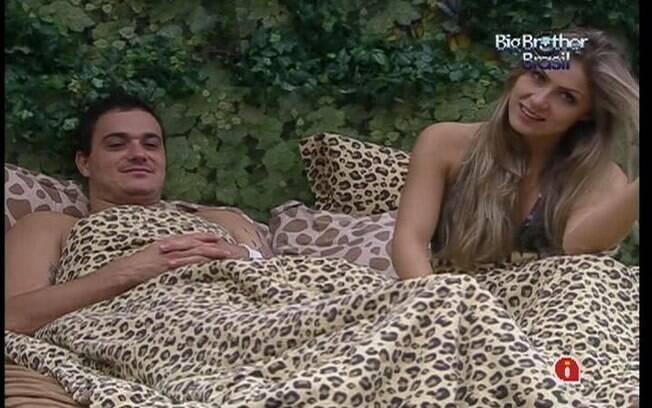 Rafa e Renata especulam perguntas de Bial sobre os dois