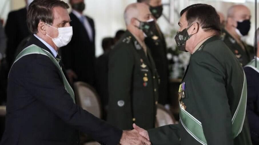 O comandante do Exército, general Paulo Sérgio Nogueira de Oliveira, e o presidente Jair Bolsonaro