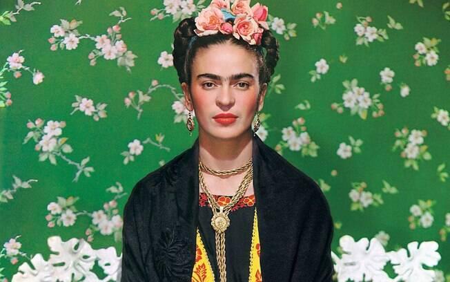 Para quem não conhece Frida Kahlo e ficou com vontade de visitar os pontos de turismo no México relacionados, ela sofreu de poliomielite e de uma grave acidente e foi reconhecida, nos últimos anos, como um símbolo do feminismo