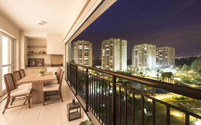 Grandes ou pequenas, as varandas podem sim ter móveis e uma decoração própria para o ambiente