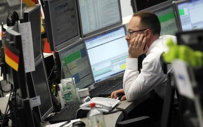 Trabalhos que fazem ficar muito tempo sentado aumenta chances de doenças cardíacas