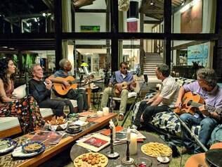Convidados.  Nomes como Marisa Monte, Arnaldo Antunes, Gilberto Gil e Jorge Ben são alguns que promovem jam sessions na série
