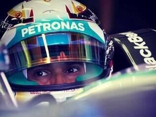 Hamilton protagonizou os melhores momentos da corrida, ultrapassando até dois carros ao mesmo tempo neste domingo