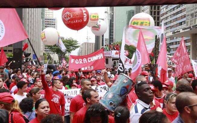 Ativistas se reúnem desde as 13h50 na avenida Paulista, em São Paulo. Foto: Paulo Pinto/ Agência PT - 3.10.15