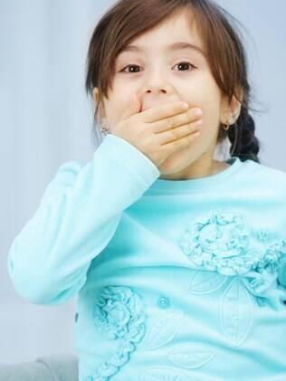 Reagir adequadamente é a melhor maneira de evitar que a criança repita palavras feias