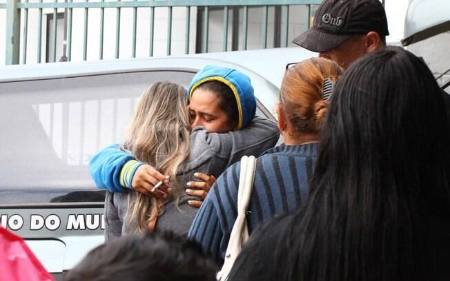 Sara Kelly, mãe das vítimas, durante velório das quatro crianças mortas a facadas pelo pai São Paulo. Elas tinham entre um e 10 anos (11.07.14)
