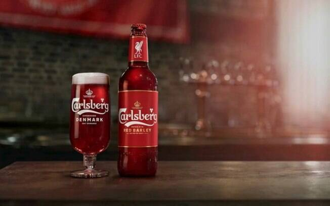 Carlsberg criou uma cerveja vermelha em homenagem a criação do uniforme todo vermelho do Liverpool