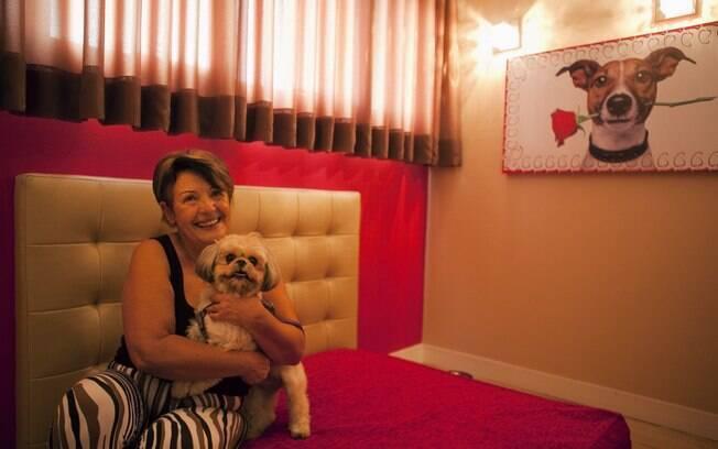 Teresa Cristina Carvalho com sua Shih Tzu: