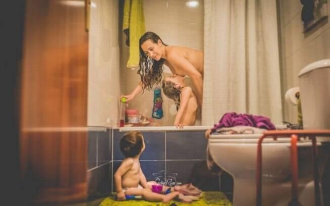 O projeto retrata mães amamentando crianças com mais de dois anos de idade