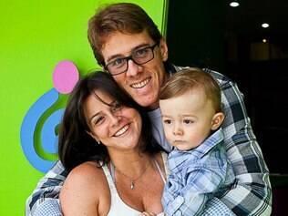 Priscila, na Austrália há sete anos, com Noah e o marido: dúvidas resolvidas do outro lado do mundo