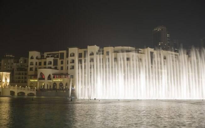 Show de luzes e água é exibido diariamente aos pés do Burj Khalifa