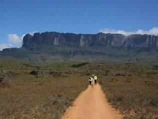 Aventureiros levam três dias para chegar ao topo do Monte Roraima